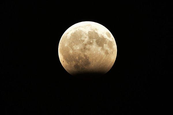 NASA ради минералов начнет бурить Луну