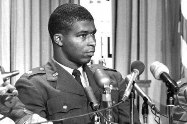 В США посмертно присудили награду первому астронавту-афроамериканцу