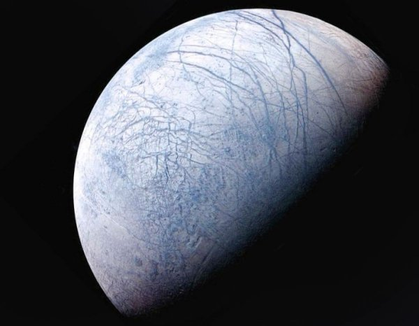 Уфологи нашли квадратный НЛО, потерпевший крушение на спутнике Юпитера