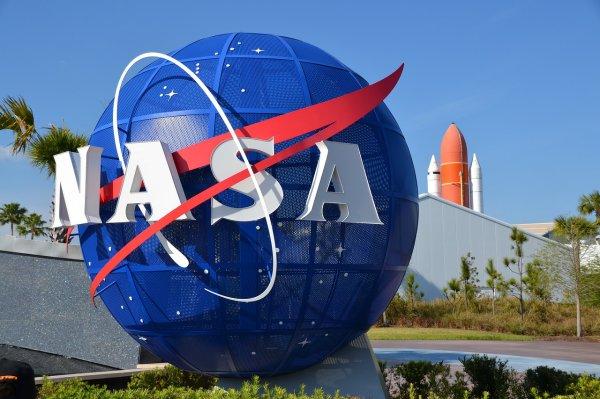 NASA в 2019 году запустит программу по защите от астероидов и инопланетян