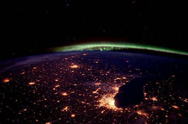Астронавт из NASA опубликовал фото волшебного северного сияния из МКС