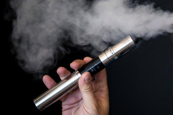 Половина вейперов становятся курильщиками реальных сигарет – Ученые