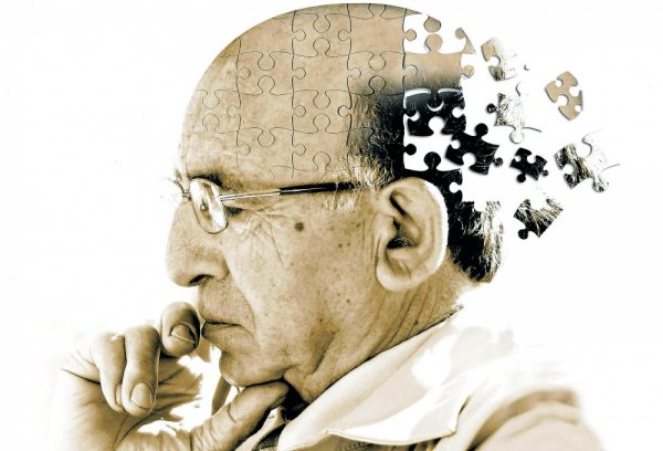 Ученые установили, что болезнь Альцгеймера влияет не только на мозг