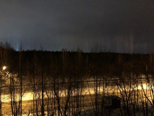 В Тюмени жители обсуждают странное явление в ночном  небе