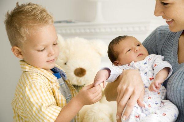 Ученные объяснили феномен гомосексуальности младших сыновей в семье