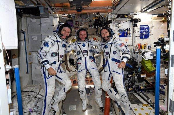 Команда российских лётчиков отправилась в Казахстан что бы встретить МКС
