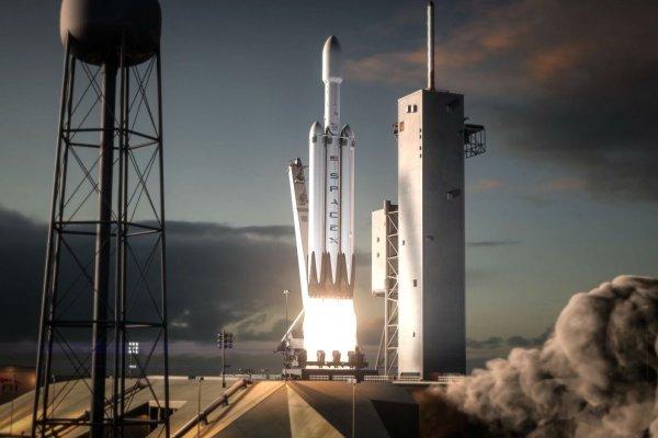 Илон Маск представил свою тяжелую ракету Falcon Heavy