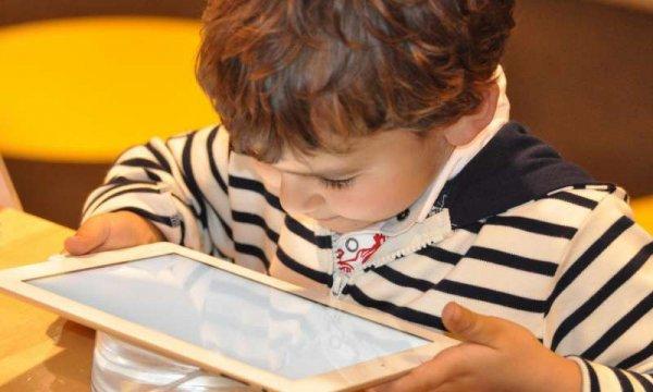 Учёные: Увеличение проведённого времени за компьютером не вредит детям