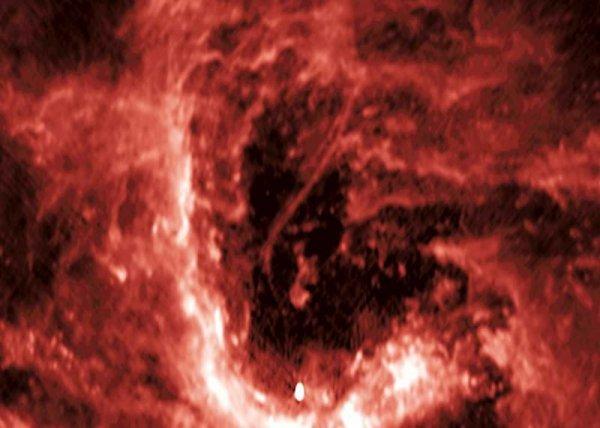 Появились фотографии странной «нити» в центре Млечного Пути