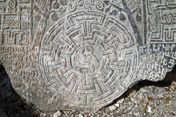 На балтийском острове обнаружили «солнечные камни» с новым орнаментом