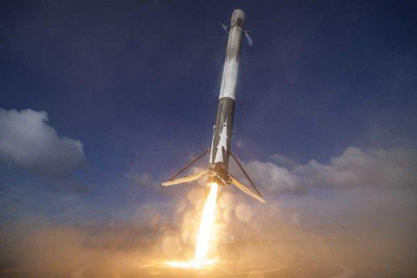Компания Space X удачно вывела на орбиту десять спутников связи