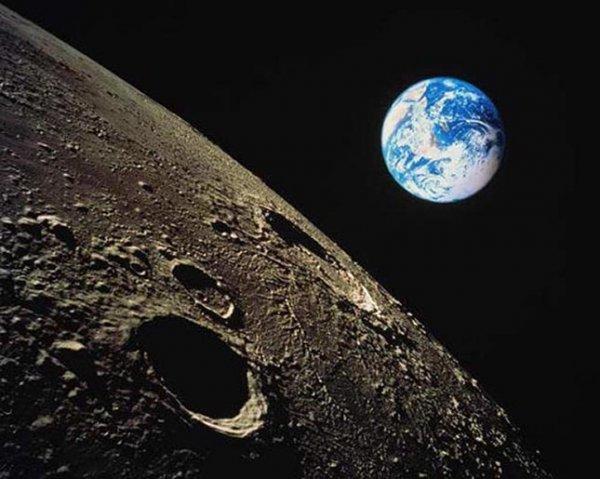Ученые: В космосе находятся миллионы обитаемых лун