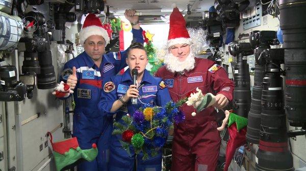 Астронавты на борту МКС смогут встретить Новый год 15 раз