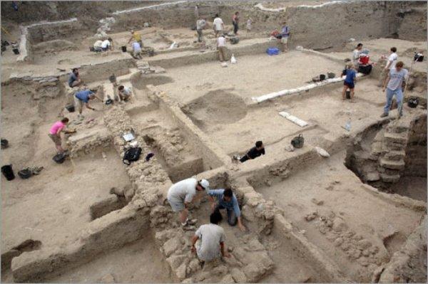 В Израиле археологи обнаружили прах римского легионера в старинном кухонном горшке