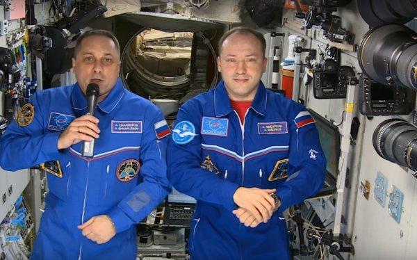 Экипаж МКС  поздравил Землю с наступающим Новым годом