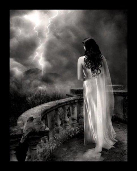 Девушку-призрак на месте убийства и злого домового сняли на камеру в ЕАО