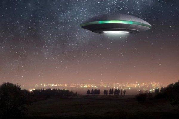 В Техасе маленький НЛО наблюдал за пассажирским самолётом